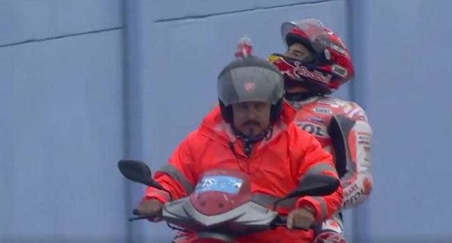 Disoraki Saat Terjatuh, Marc Marquez Kritik Perlakuan Fans Rossi Di Misano... Ojo Ditiru Leek...