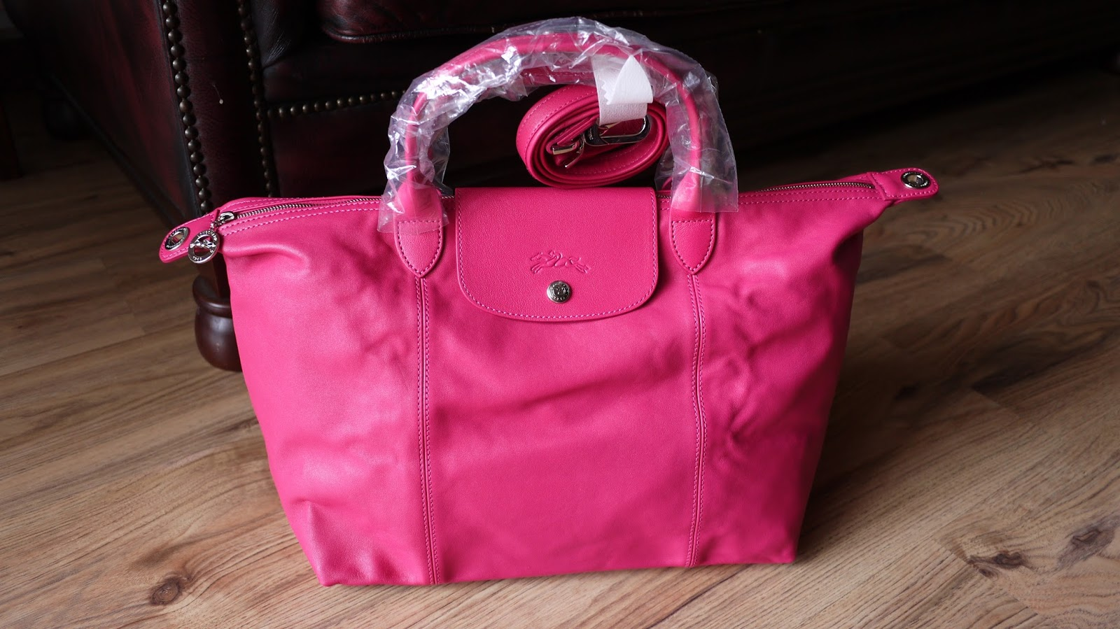 0dc9c20cbdd06 Longchamp Le Pliage Medium Pink Leather Bag