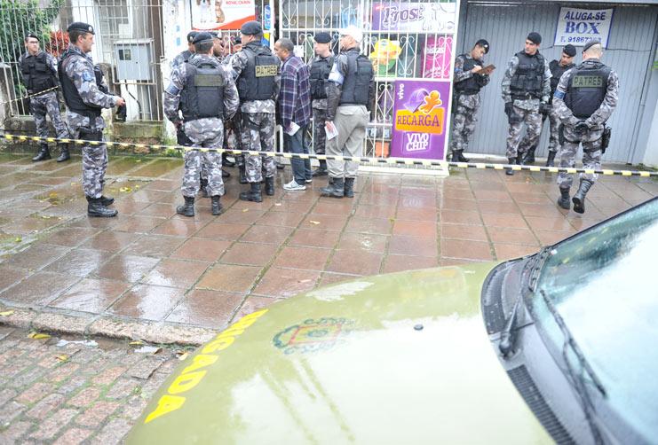 ad8984b1a40 PM reage e mata dois assaltantes em pet shop. À paisana