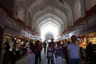 Lorong Lahore Gate menuju bagian dalam RedFort