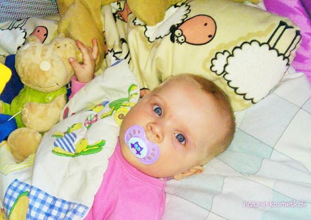 Bei Erkältungen helfen ätherische Öle Babys beim Einschlafen