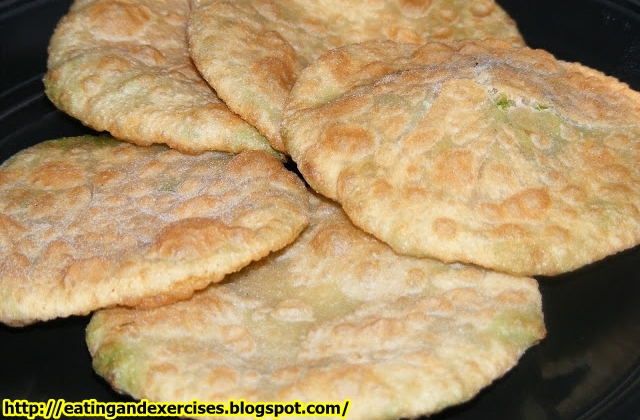http://eatingandexercises.blogspot.com,Green Peas Kachori with Spicy Dum Aloo