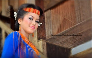 Download Lagu Gadis Toraja - Ronny Tibaen Ballo