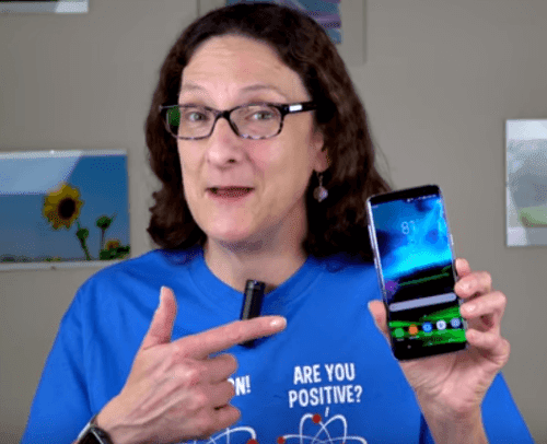 Lisa Gade Holding The Samsung Galaxay S8 Review
