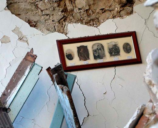 Nuevo balance: 247 muertos y numerosos desaparecidos por devastador terremoto en Italia