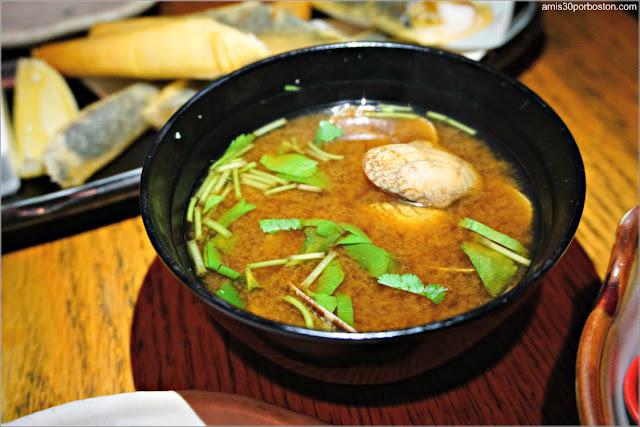 Miso Soup en el Restaurante Japonés Sakagura de Nueva York