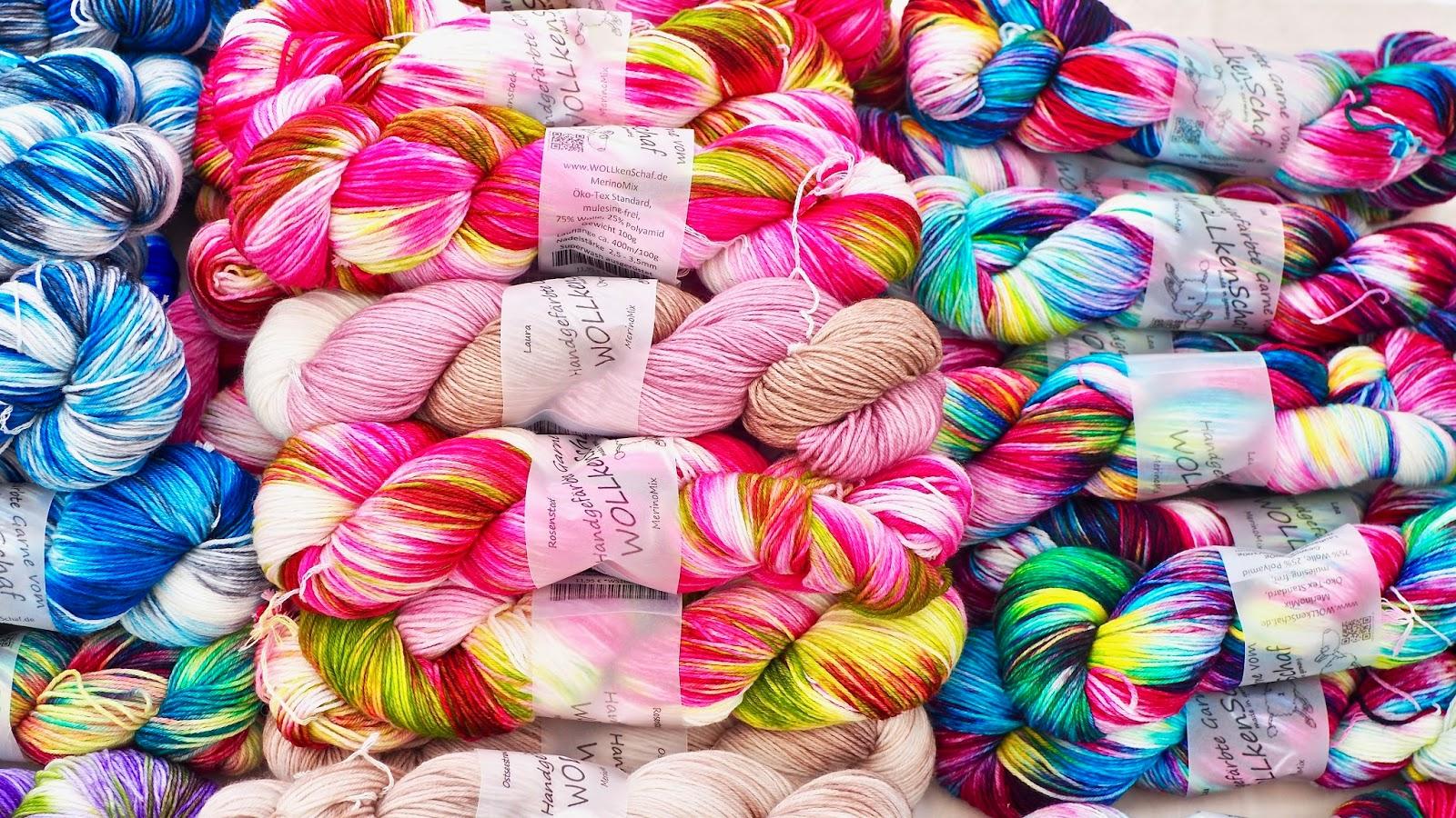 Handgefärbte Wolle vom Wollkenschaf