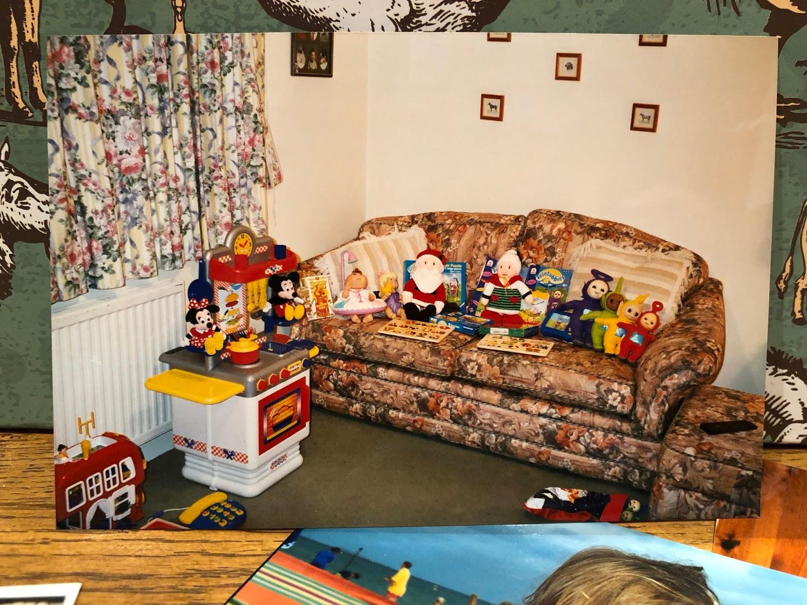 Blogmas Day 6: Favourite Childhood Christmas Memory