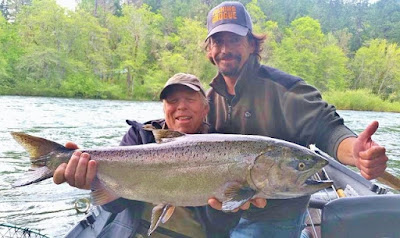 Rogue-river=salmon-fishing