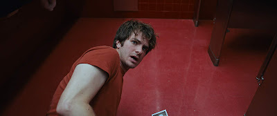 Under The Silver Lake Andrew Garfield Image 9