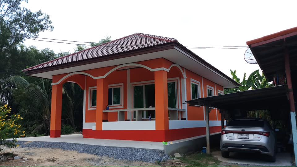 Most of us prefer to have a small home of our own than renting on apartments or boarding houses. If you are one of us who are searching for house design, then this article is for you. In this post, we have compiled six small houses that will inspire you to build one for yourself or for your family.   We have examples of modern houses of different sizes. Some of these come with beautiful interior designs. These projects and proposals are created with the latest trends such as apparent concrete. Be inspired with these spectacular house designs you can imitate for your dream home!