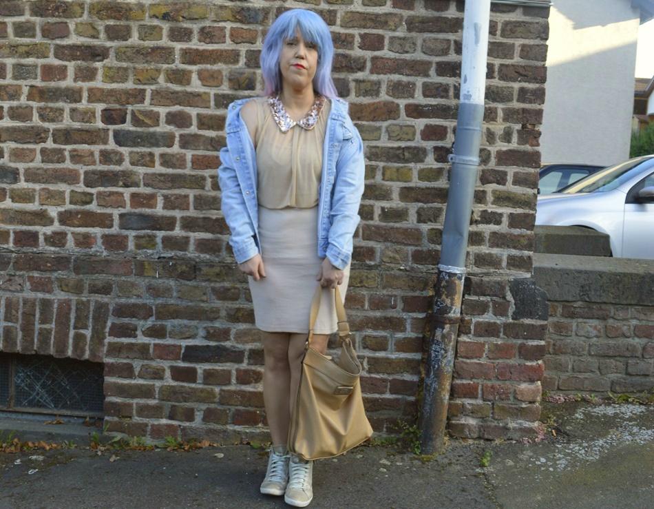 Outfit post and photo shoot Denim Herbst & Shirtkleid mit Pailettenkragen