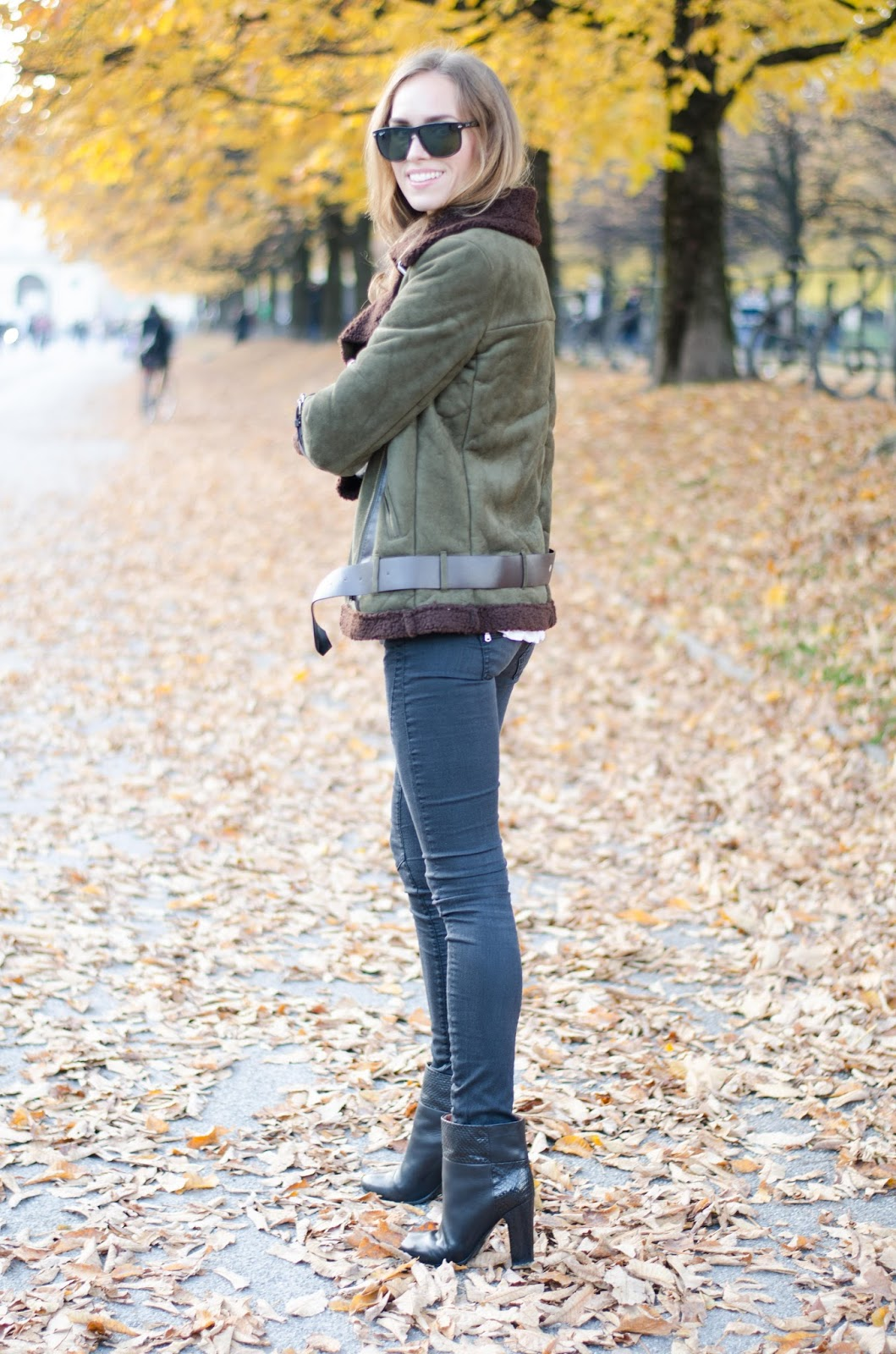 kristjaana mere green brown shearling jacket black skinny jeans ankle boots fall outfit fashion