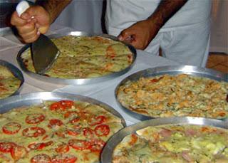 foto de um rodizio de pizza em casa