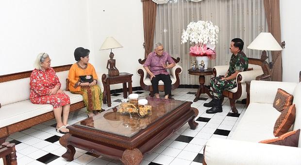 Panglima TNI Silaturahmi dengan Tri Sutrisno
