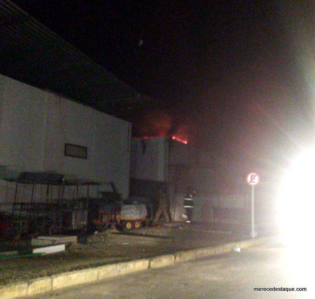 Incêndio atinge Calçadão de feiras Miguel Arraes, em Santa Cruz do Capibaribe