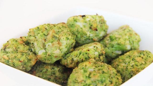 Receita de bolinho assado vegano de batata com folhas de cenoura (Imagem: Reprodução/Tudo Receitas)