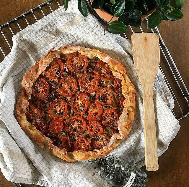 Tarte healthy rustique thon tomates oignon Charlotte and cooking