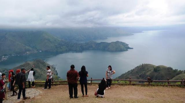Menko Luhut Batasi Waktu 8 Bupati, Agar Masyarakat Adat Kawasan Danau Toba Bisa seperti Orang Bali