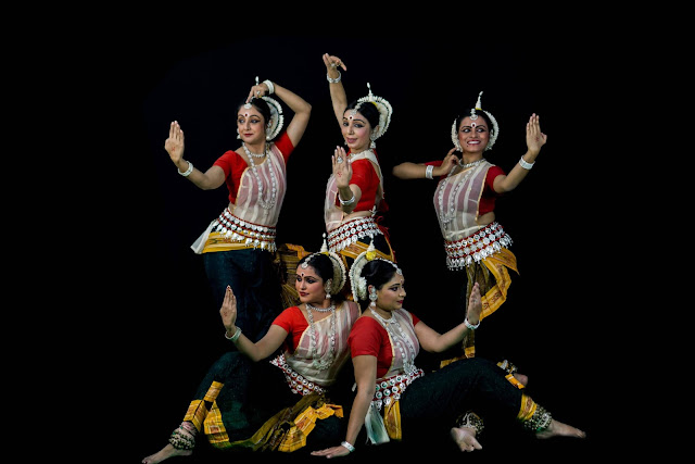 Noted Odissi Danseuse Sharmila Mukerjee and her dance ensemble Sanjali to present an Odissi dance performance