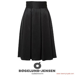 Princess Mary Style - SİGNE BEGELUND JENSEN Skirt CHRISTIAN   LOUBOUTIN pumps