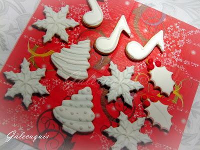Galletas Navidad decoradas en glasa blanca y azúcar