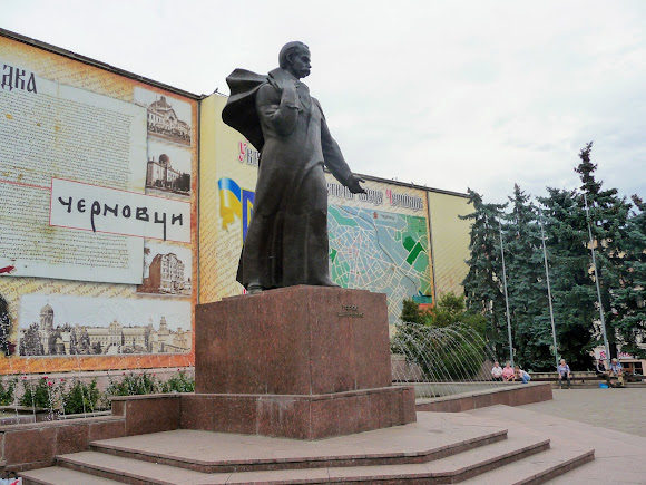 Чернівці. Центральна площа. Пам'ятник Т. Г. Шевченку. Фонтан
