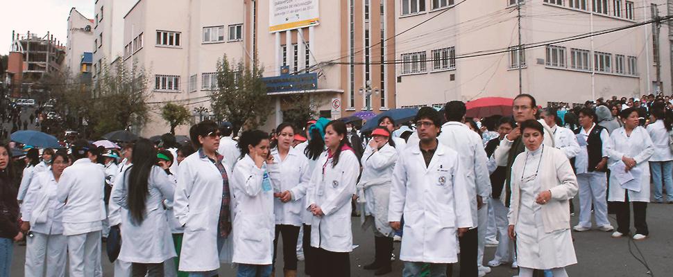 Bolívia - Médicos protestam contra um novo artigo penal, que pune com multas e prisão