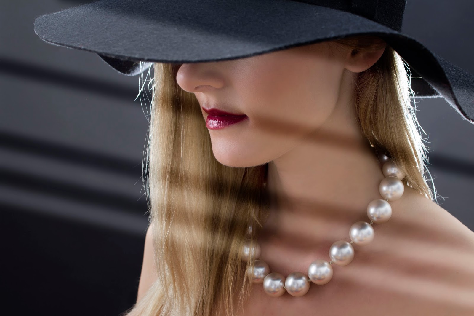 Image from Pixabay showing woman in hat and pearls