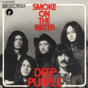 Portada del sencillo Smoke On The Water, Deep Purple (1972). Se puede observar a los 5 componentes de la banda