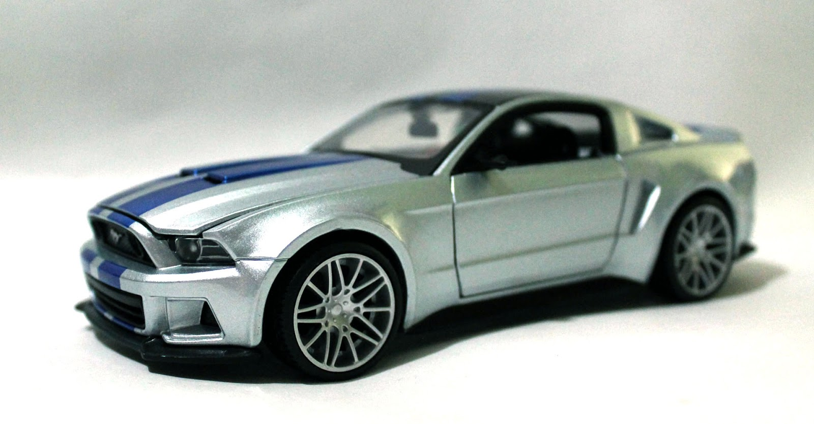 "2015 Mustang Gt >> PASIÓN A ESCALA: De película: Ford Mustang GT - ""Need For Speed"" escala 1/24 (Maisto)"