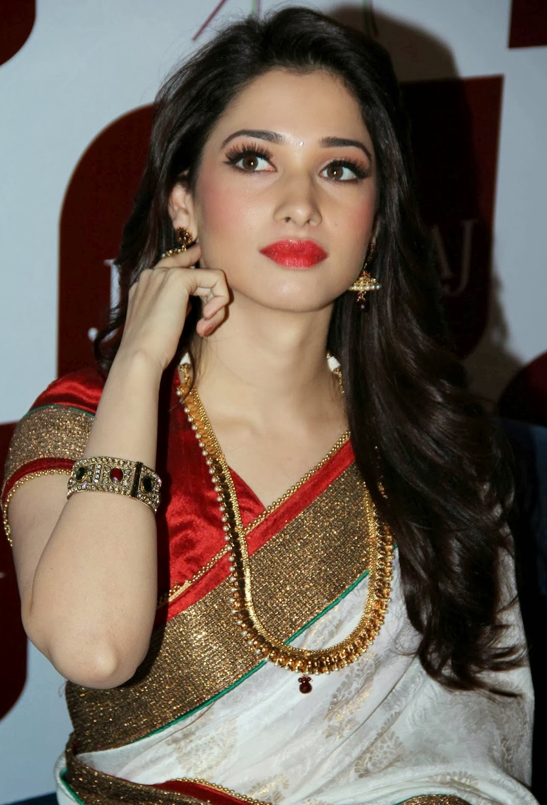 Tamanna Saree Gulte: Tamanna Latest Sexy Photos In Saree At Joh Rivaaj Event