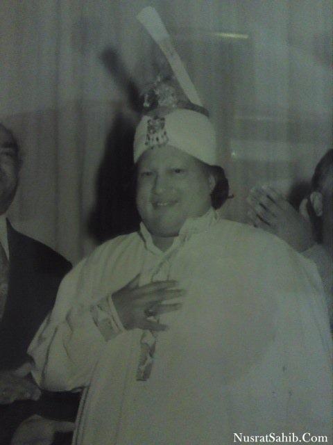 Nusrat Fateh Ali Khan Duhle Ka Shera Suhana Lagta Hai | NusratSahib.Com