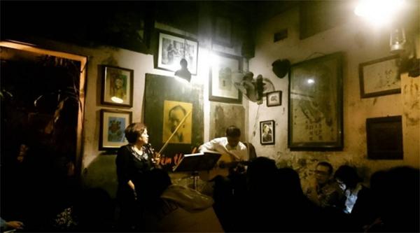 cuoi-ngo-cafe-hanoi-vietnam-3