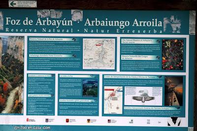Cartel en la Foz de Arbayún