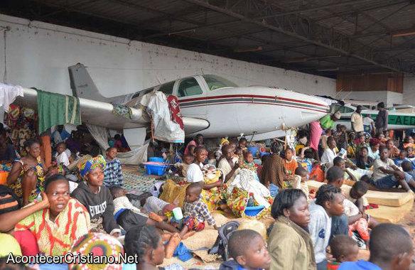 Cristianos crentroafricanos refugiados en aeropuerto