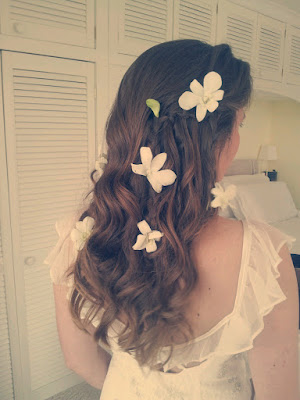 Spring wedding hair. Long loose curls with freesias