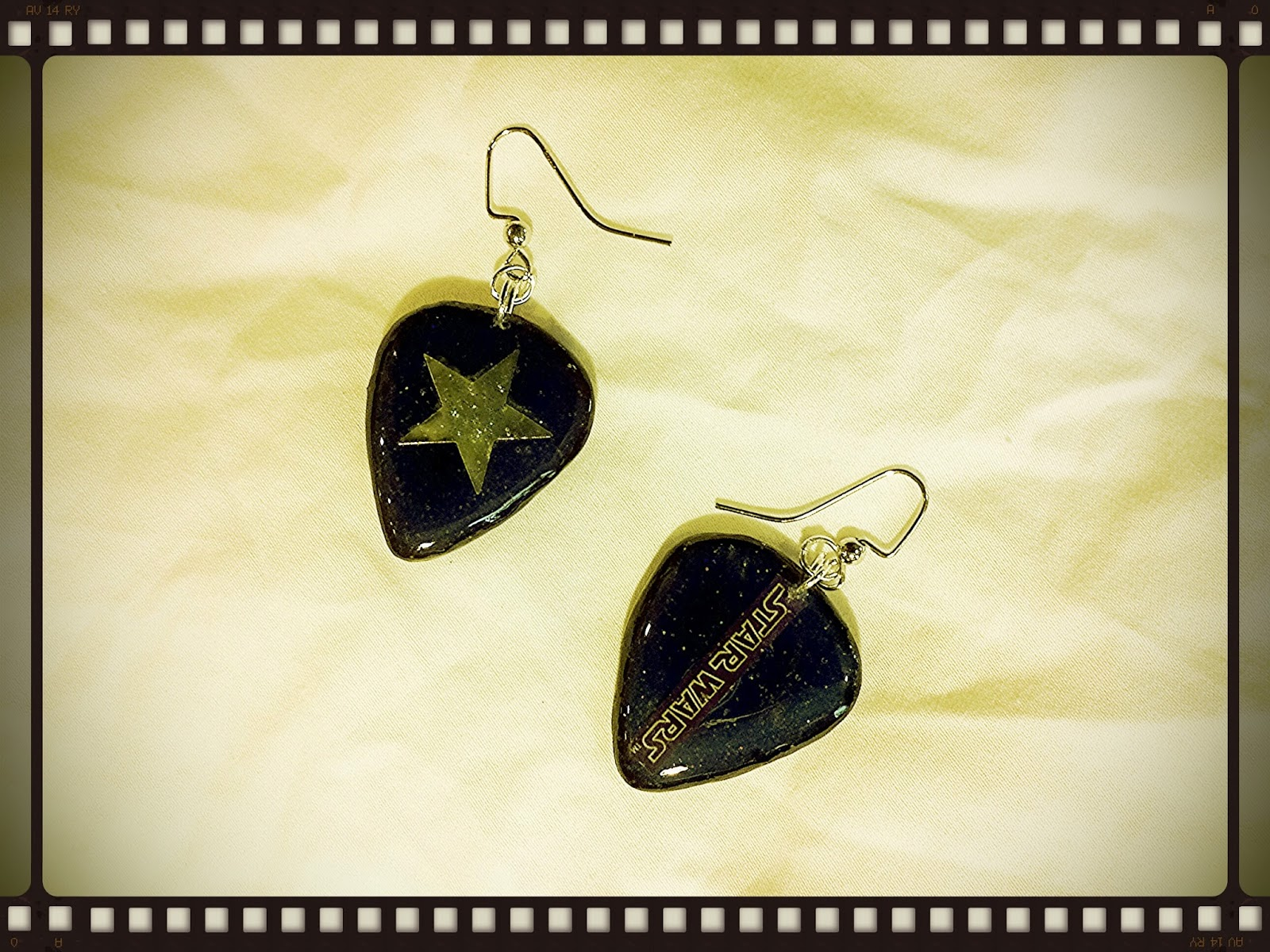 Back of Star Wars guitar pick earrings
