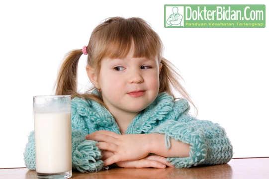 Alergi Susu Pada Bayi dan Orang Dewasa - Penyebab Gejala Dan Cara Mengobatinya
