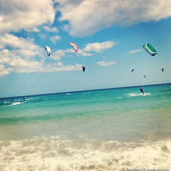 LA FOTO DEL DIA Kitesurfer at the beach of Fuerteventura 1