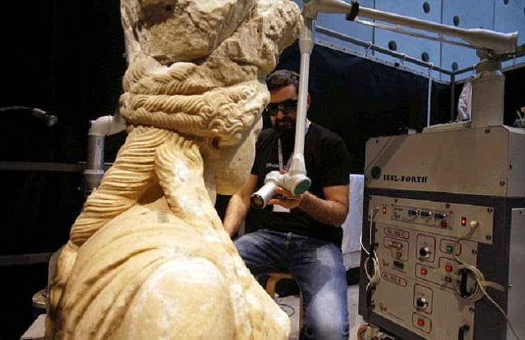 Greece's Caryatids getting extreme makeover