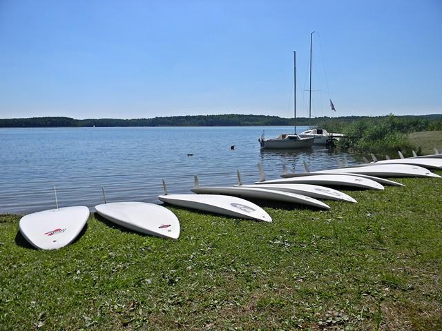 jezioro, łodzie, las, żagle