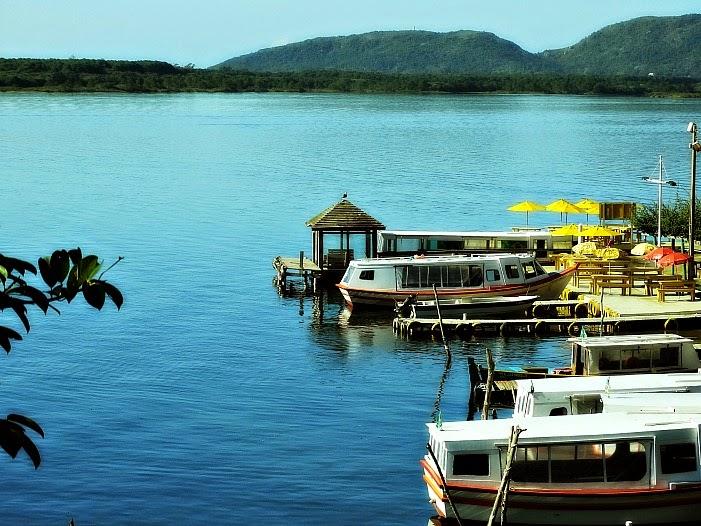 Embarcações em trapiche da Lagoa da Conceição, Florianópolis