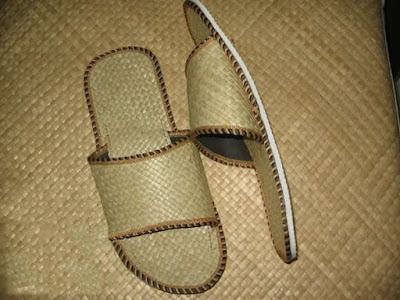 Kerajinan Tangan Anyaman Sandal