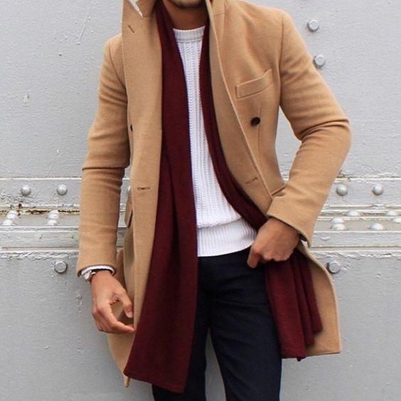 Look Masculino inverno com cor bordô e marrom terroso