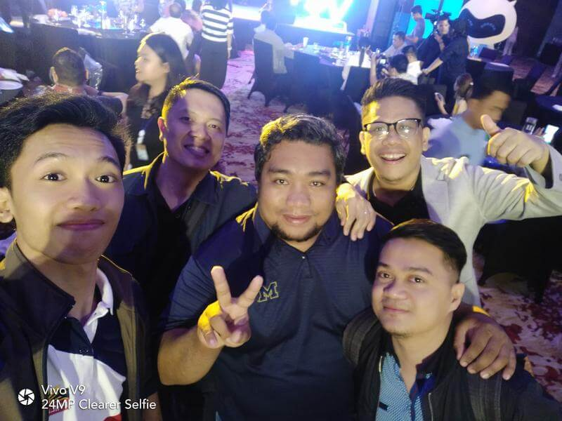 Vivo V9 Front Camera Sample - Group Selfie, Low Light