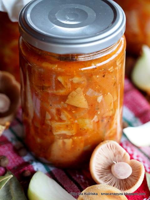 niemi w pomidorach, turki w warzywach, leczo z grzybami, salatka grzybowo warzywna, salatka z grzybami, kolpaki z papryka, papryka, pomidory, przetwory, domowe wyroby
