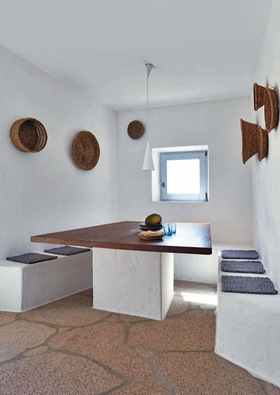 Inspiring interiors with a fresh mediterranean country vibe. Henry Del Olmo for Cote Sûd via @frenchbydesign