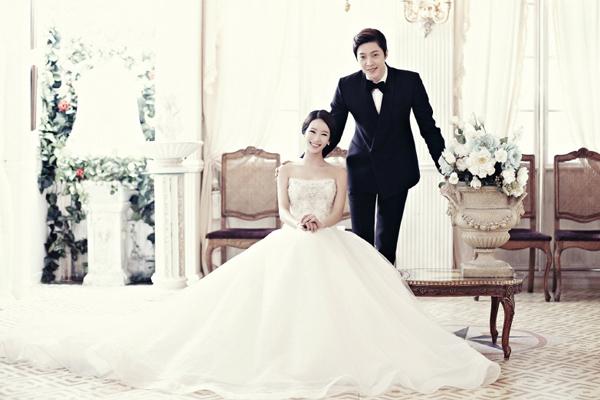 Cách tạo dáng theo phong cách chụp ảnh cưới Hàn Quốc lãng mạn