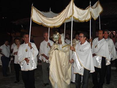 http://armaduracristaodo.blogspot.com.br/2016/03/adoracao-e-procissao-do-silencio.html